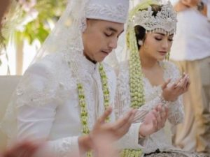 Soehanna Hall-article-wedding-kebaya putih akad nikah